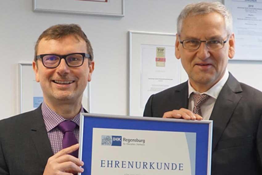 Georg Meller erhält Ehrenurkunde der IHK für 15 Jahre zeitconcept